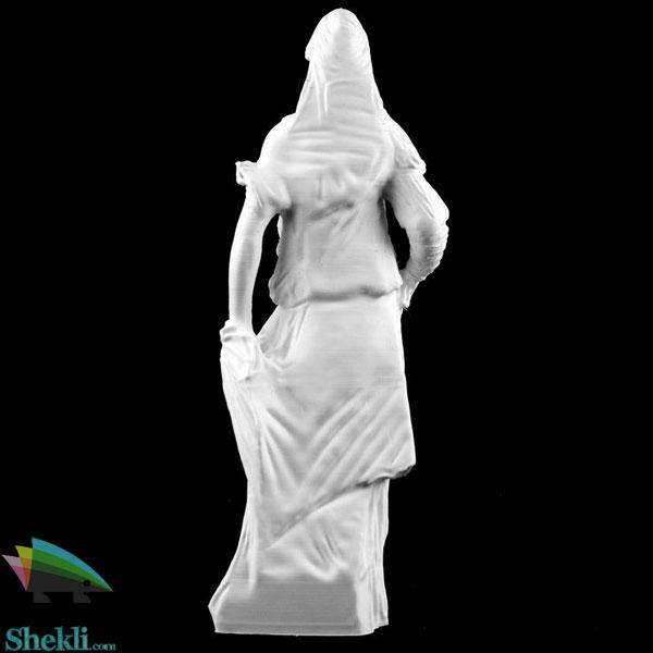 مجسمه زن حجاب دار