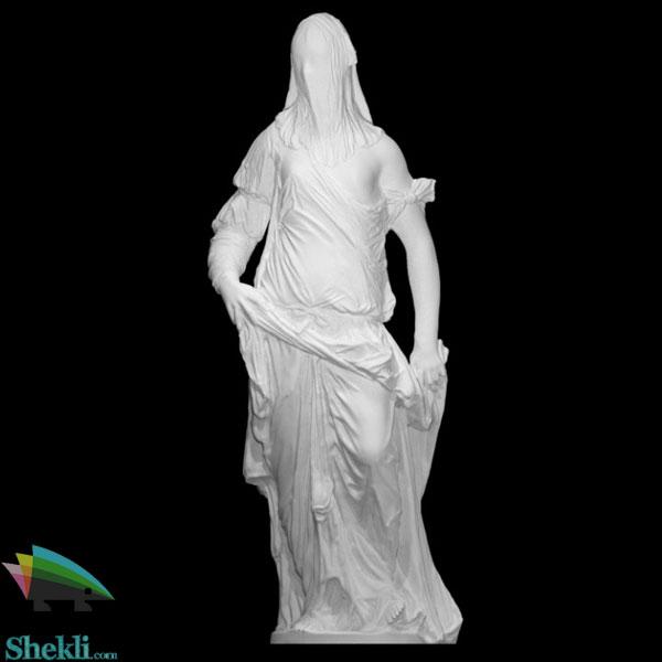 مجسمه زن نقابدار