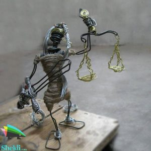 مجسمه عدالت قضاوت سیم مفتول