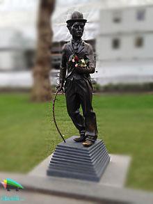 مجسمه چارلی چاپلین