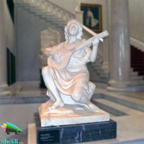 مجسمه دختر نوازنده
