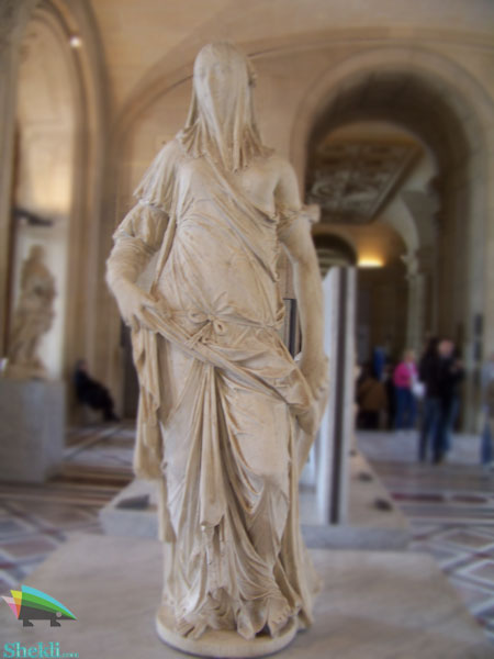 مجسمه زن با حجاب موزه لوور