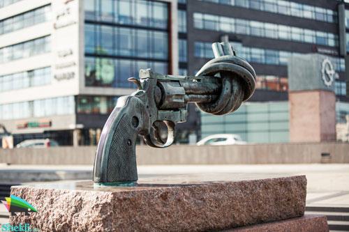 مجسمه non violence